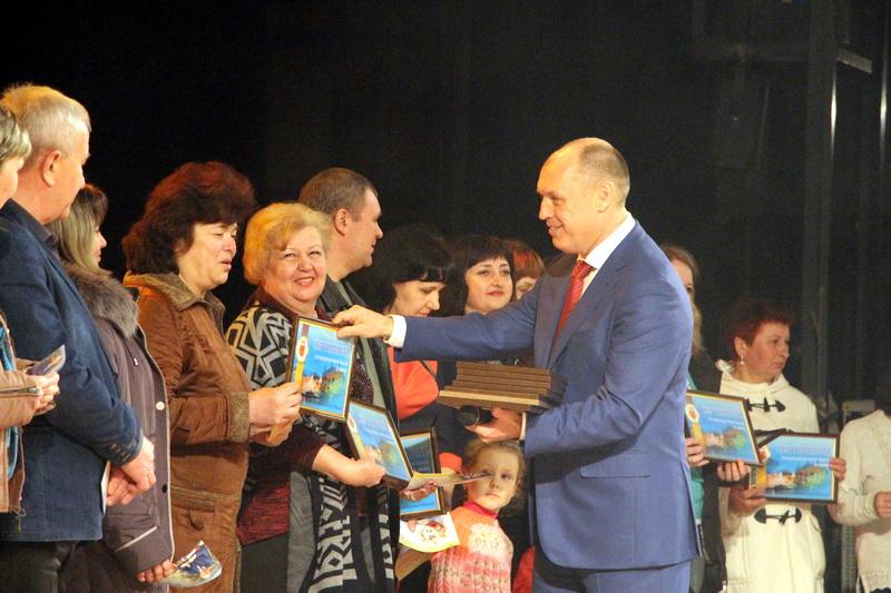 Вручення серитифікатів на туристичну подорож до Львова