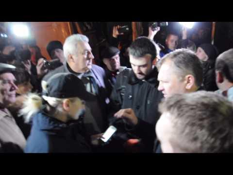 Знесення огорожі в арці «Газетного ряду». Початок подій. (Полтава. 2017.03.17)