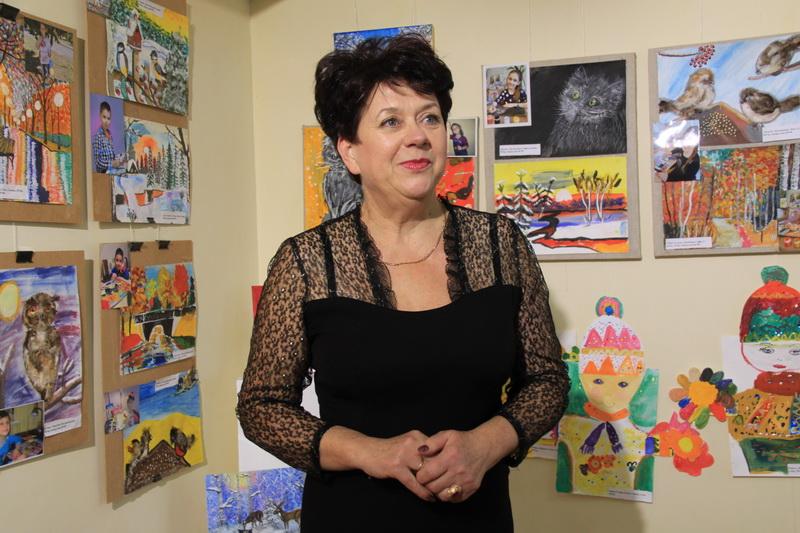 Викладач вищої категорії, вчитель-методист, відмінник освіти України Людмила Безрукова