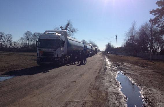 Перекриття руху на трасі в селі Мехедівка Лохвицького району