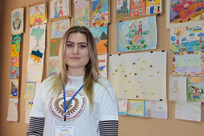 Третьокурсниця Української медичної стоматологічної академії, представниця волонтерського загону «Єдність» Юлія Заяць