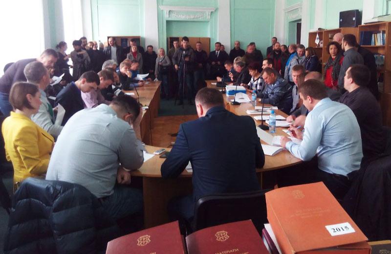 На депутатську комісію з питань архітектури та містобудування прийшли представники ОСББ та активісти