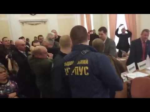 Активісти прориваються до міського голови Полтави (Полтава. 2017.03.17)