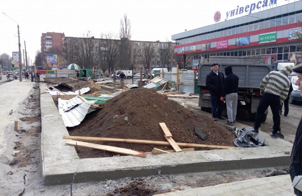 Будмайданчик біля універсаму «Полтава» 30 березня