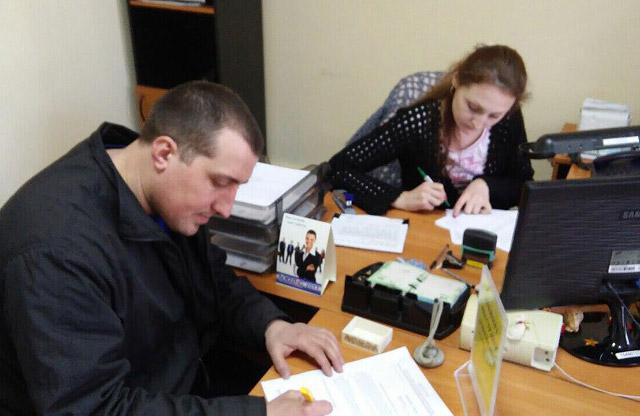 Юрій Синяк підписує звернення щодо проекту рішення ПМР