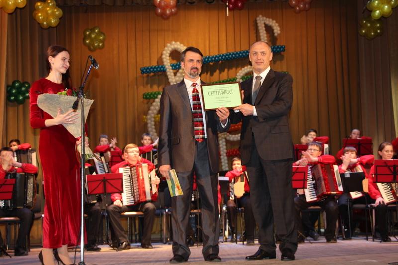 Вручення сертифіката на півтора мільйона гривень