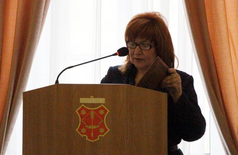 Начальник управління соціального розвитку Наталія Бондаренко доповідає про виділення коштів