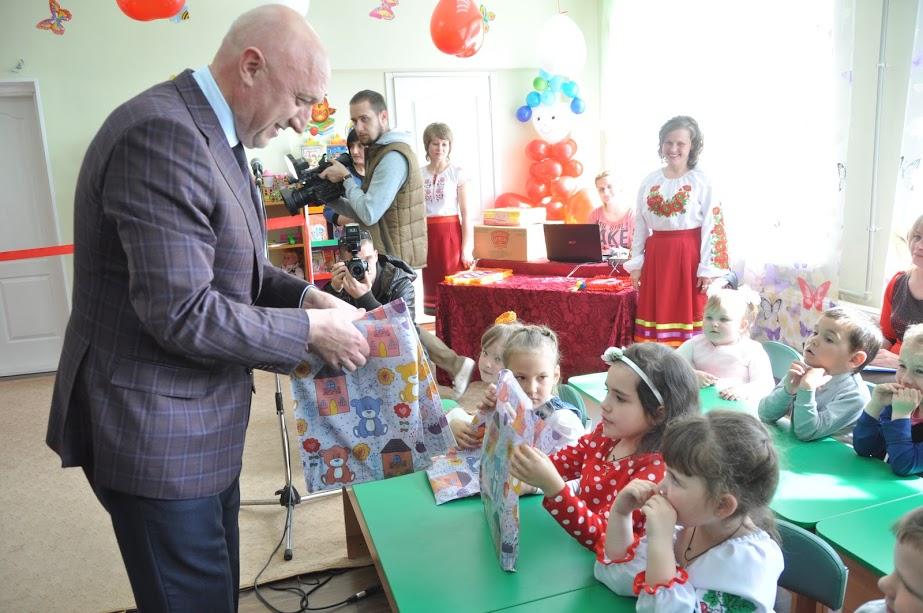 Дітки отримали подарунки