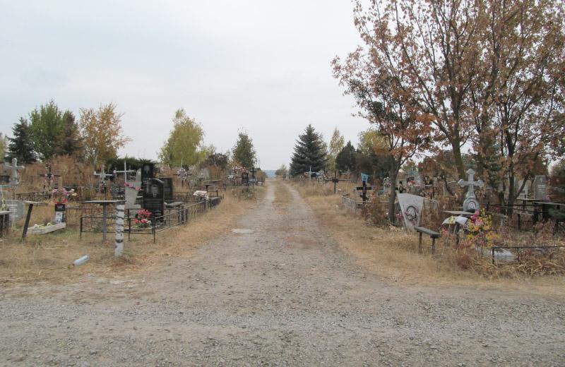 Проїзди на Розсошенському кладовищі