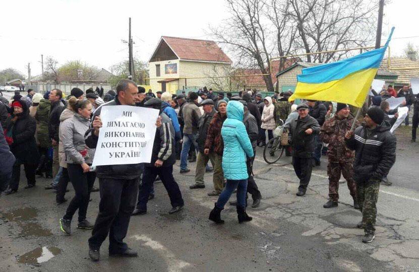 Мітингувальники у селі Чечелево