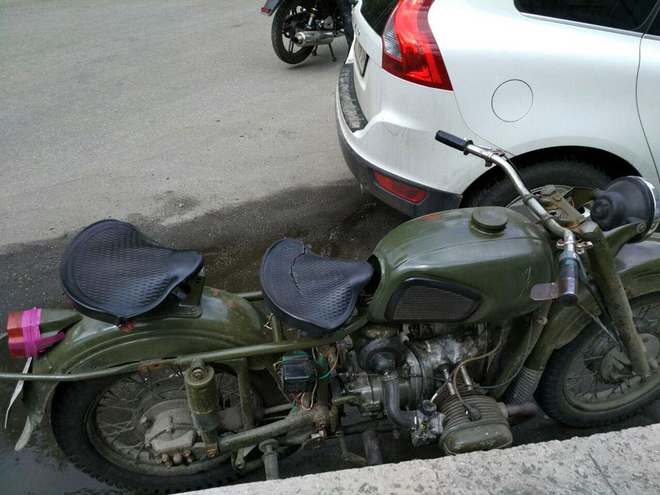 Вколоне замечены, как современные спортивные мотоциклисты, так ираритетная техника, например, как 40-летний мотоцикл «Урал».