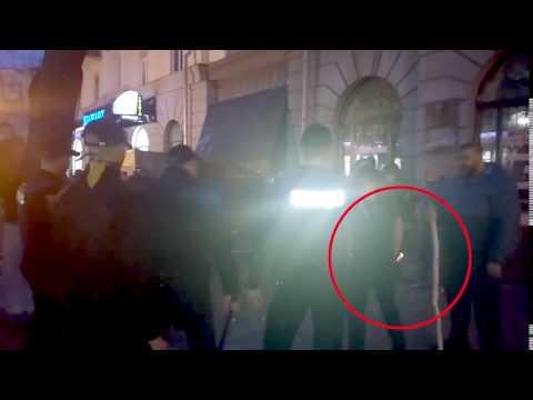 Євгеній Усенко з ножем під час бійки біля «газетного ряду» (2017.04.11)