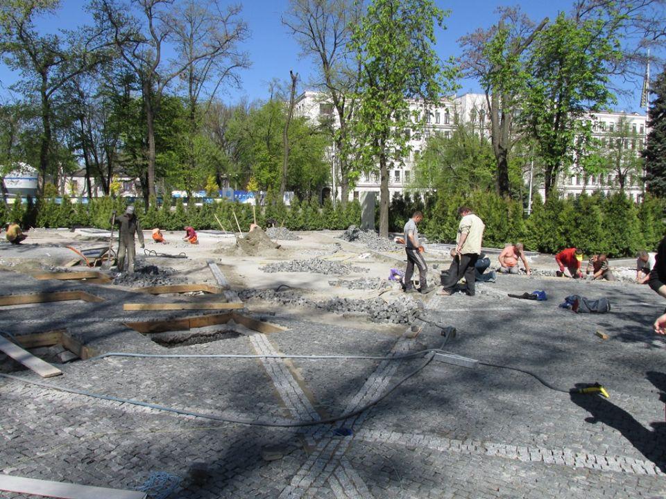 Будівництво Алеї героїв АТО поруч з Дніпропетровською ОДА