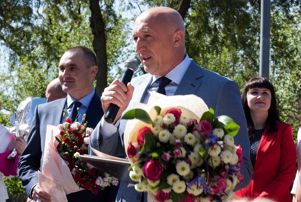 Валерій Головко та Олег Тимченко вітають молодят