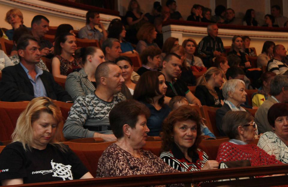 Театр ім. М.В. Гоголя переповнений глядачами