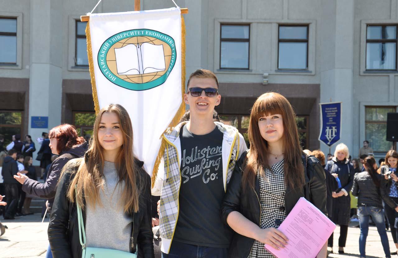 Студентка ПУЕТ Марина (праворуч)