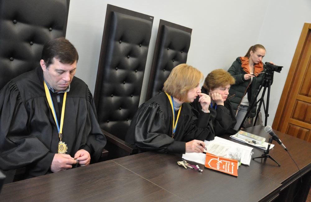Судді Олександр Захожай Вікторія Герасименко та Анна Гонтар