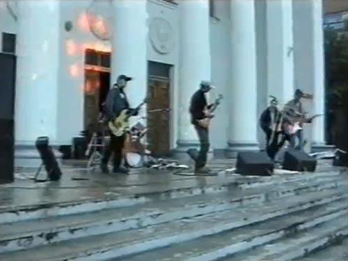 Втім, для гурту, який у 2003 році виступав на сходах біля ОЦЕВУМу — результат чудовий :)
