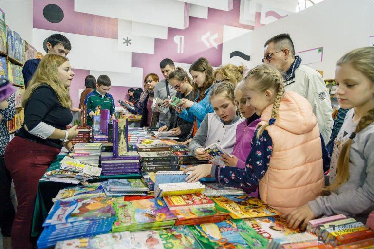 Відвідувачі Книжкового Арсеналу | Фото: Богдан Пошивайло