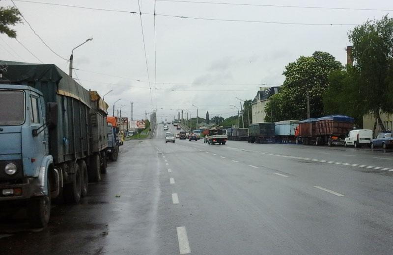 Вантажівки «Кернел» на вулиці Маршала Бірюзова