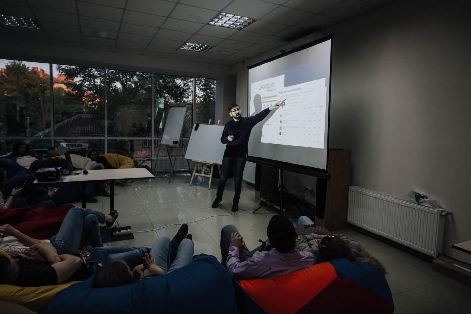 Роман Повзик під час своєї лекції