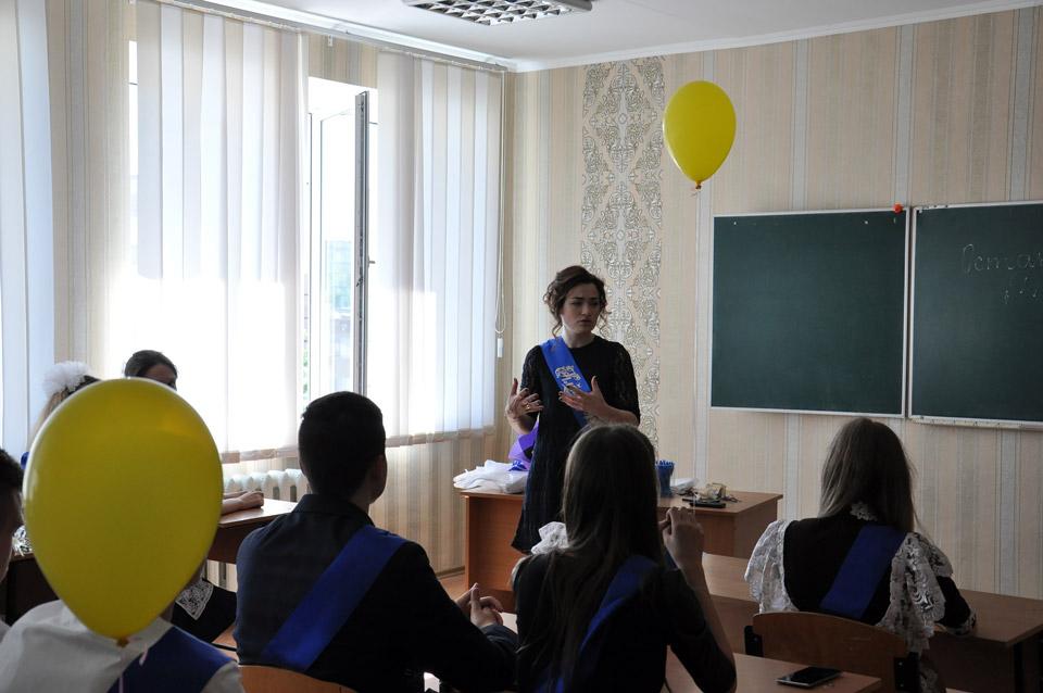 Класний керівник Вікторія Проскурня згадує, як знайомилася з ними у 5-му класі. Зворушливий спогади.