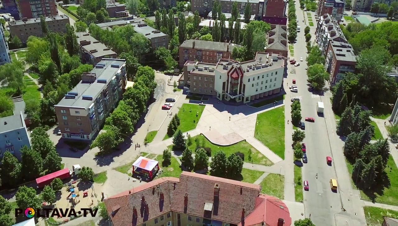 Площа на перехресті вулиць Старий Поділ і Анатолія Кукоби.