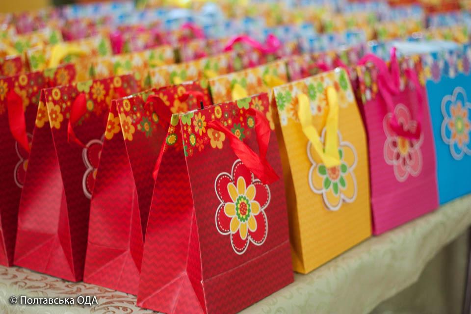 Солодкі подарунки для дітей пільгових категорій