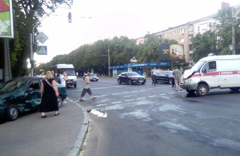 ДТП на розі вулиць Європейської та Остапа Вишні