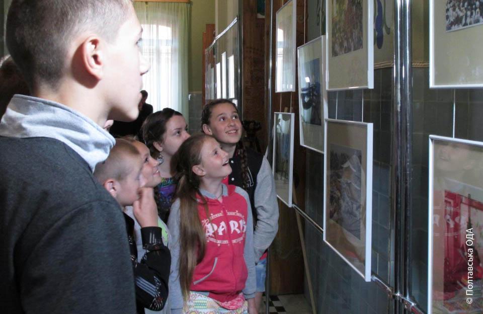 Перші відвідувачі виставки