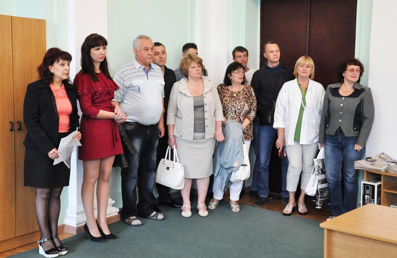 Майя Матвеєва з мешканцями авіамістечка