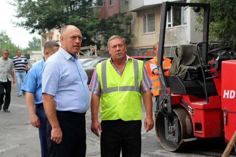 Міський голова Олександр Мамай та підрядник Валерій Бредун