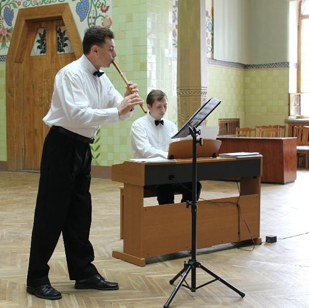 Олег Курінний  і Ігор Кожухаренко виступають у Краєзнавчому музеї