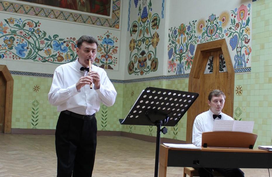 Олег Курінний з сопілкою і Ігор Кожухаренко
