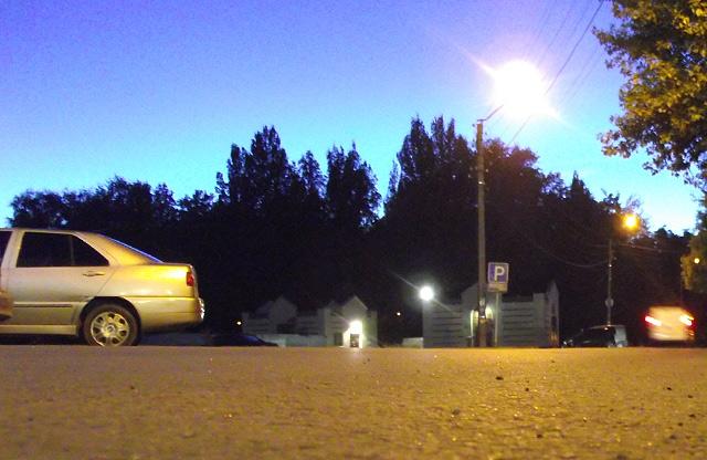 Парковка біля ТРЦ «Конкорд», на якій утворилася несанкціонована міні-автостанція
