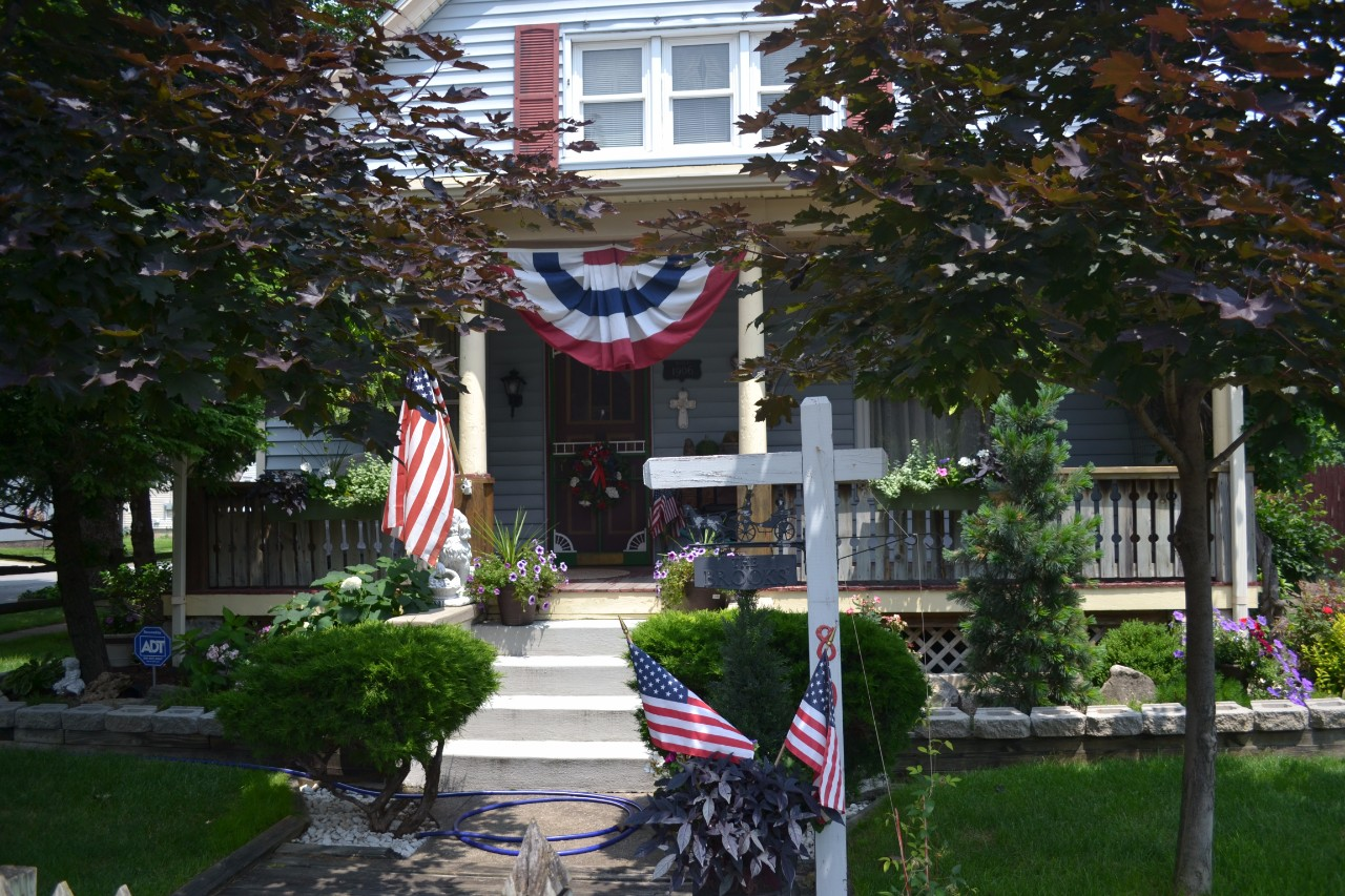 Прикрашання будинків до Дня Незалежності