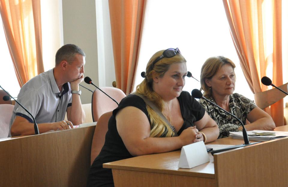 В'ячеслав Поспєлов та представниці ТОВ «Луганська автотранспортна компанія-0777»