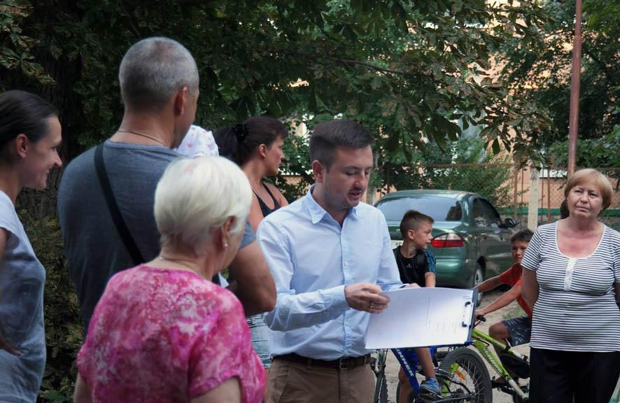 Іван Діденко під час зустрічі із мешканцями