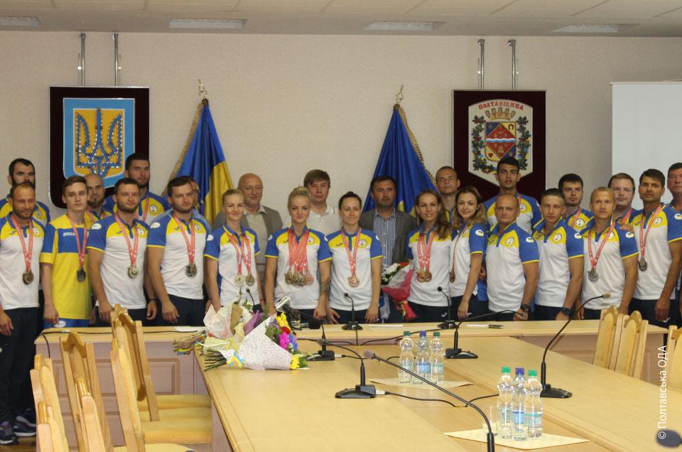 Спільне фото спортсменів з керівництвом області