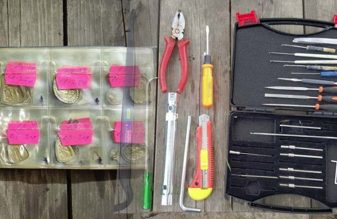 Викрадені речі і інструменти квартирних крадіїв