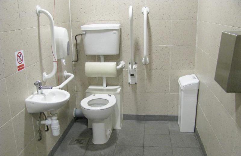 Туалет для маломобільних груп населення