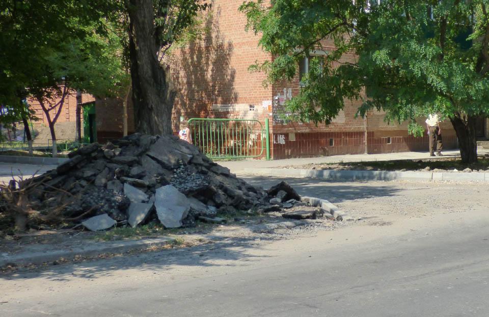 Проїзд між будинками на Павленківській площі, 14 та 18