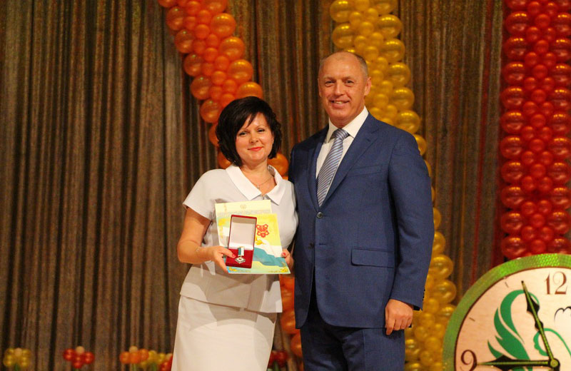 Подяку за сумлінну працю отримала і заступник начальника управління освіти Наталія Дорохова
