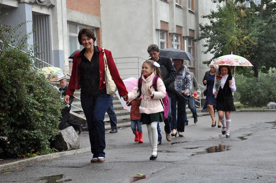 І хоча мокнути під дощем неприємно, але в когось навпаки він викликає радість. Згадайте, як в дитинстві ви в чоботях бігали по калюжах.