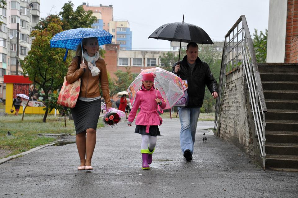 Бажаємо школярам терпіння, щоби добиватися потрібних результатів. Хай дощ й негоди ніколи незбивають їм бойовий настрій.