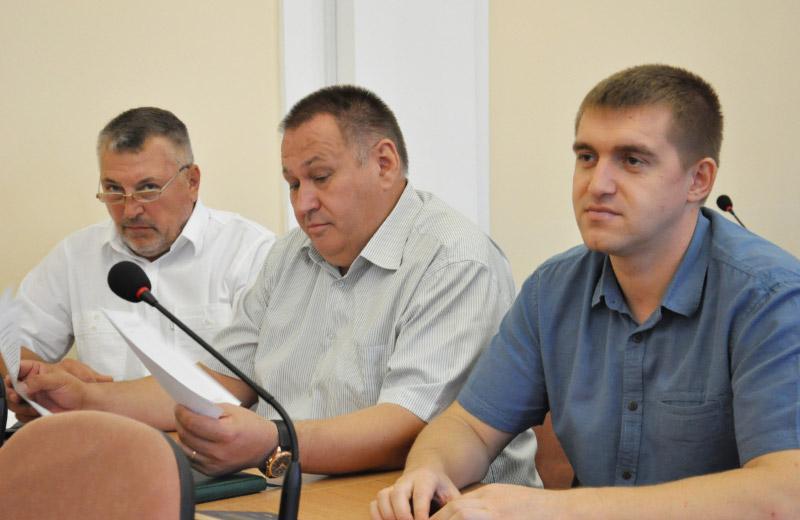 В центрі — Юрій Сябро, начальник відділу з питань транспортних перевезень та зв'язку