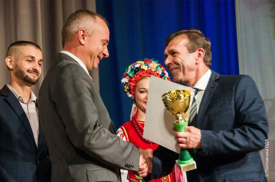 Заступник голови ОДА Микола Білокінь та депутат облради Ігор Скляр на церемонії нагородження