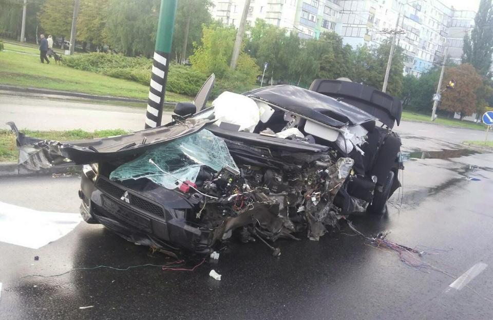 ДТП з Mitsubishi Lancer на вулиці Великотирнівській