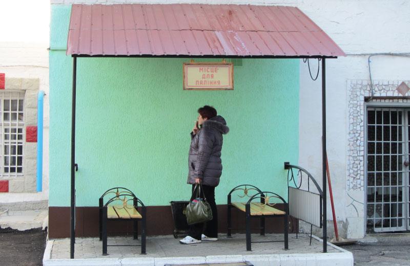 Місця для паління на території Полтавського СІЗО