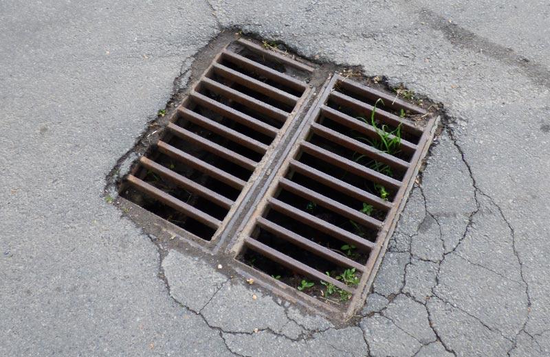 Решітка зливової каналізації